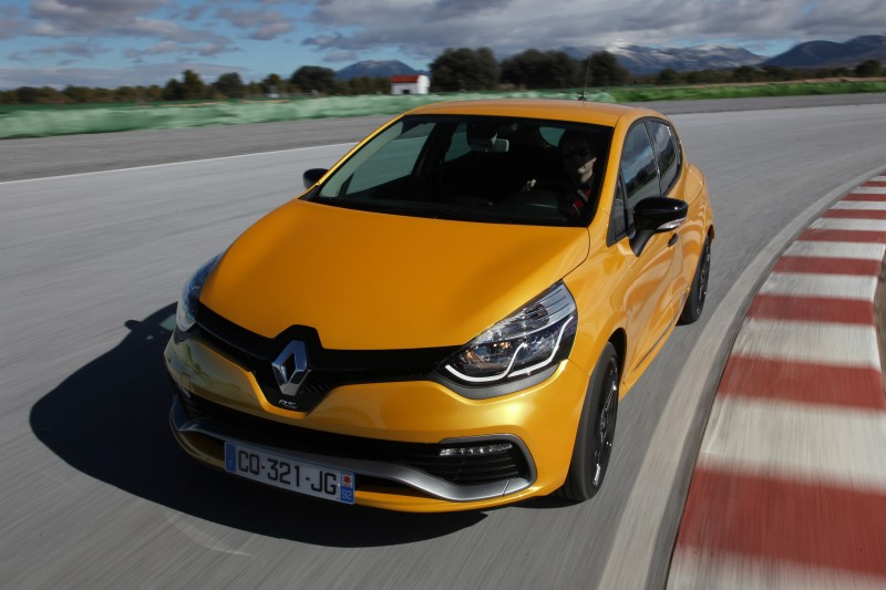 Car-Revs-Daily.com Builds a 2014 Renault Clio RS 200 EDC Lux 61