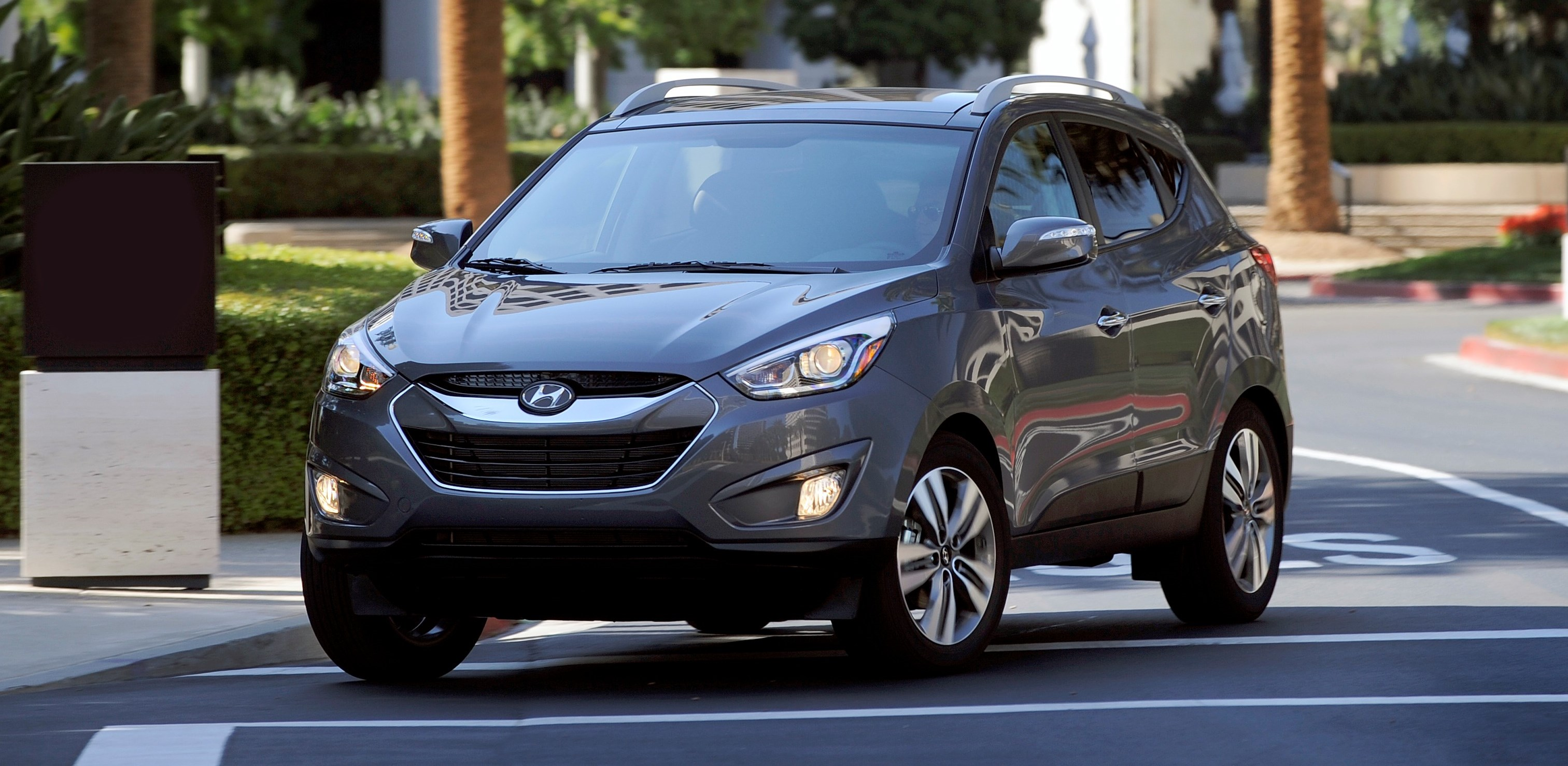 2015 hyundai tucson is trendy crossover with loaded pricing under 30 000. Black Bedroom Furniture Sets. Home Design Ideas