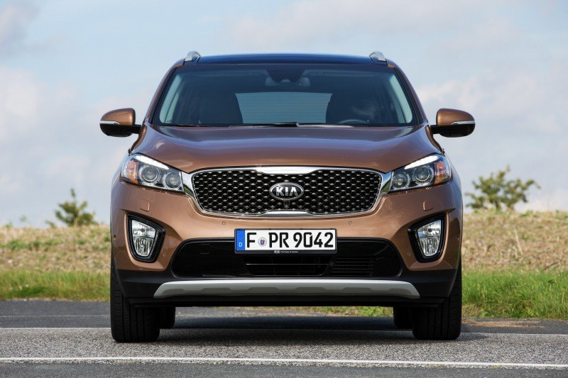 2016 Kia Sorento Debuts in Paris With Jaguar-Baiting Style at Ford Prices 35