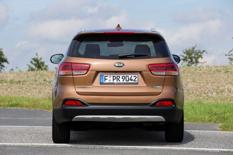 2016 Kia Sorento Debuts in Paris With Jaguar-Baiting Style at Ford Prices 38