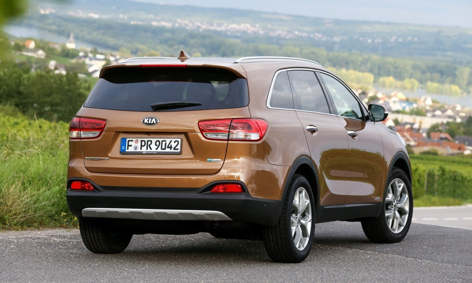2016 kia sorento debuts in paris with jaguar baiting style at ford prices 40. Black Bedroom Furniture Sets. Home Design Ideas