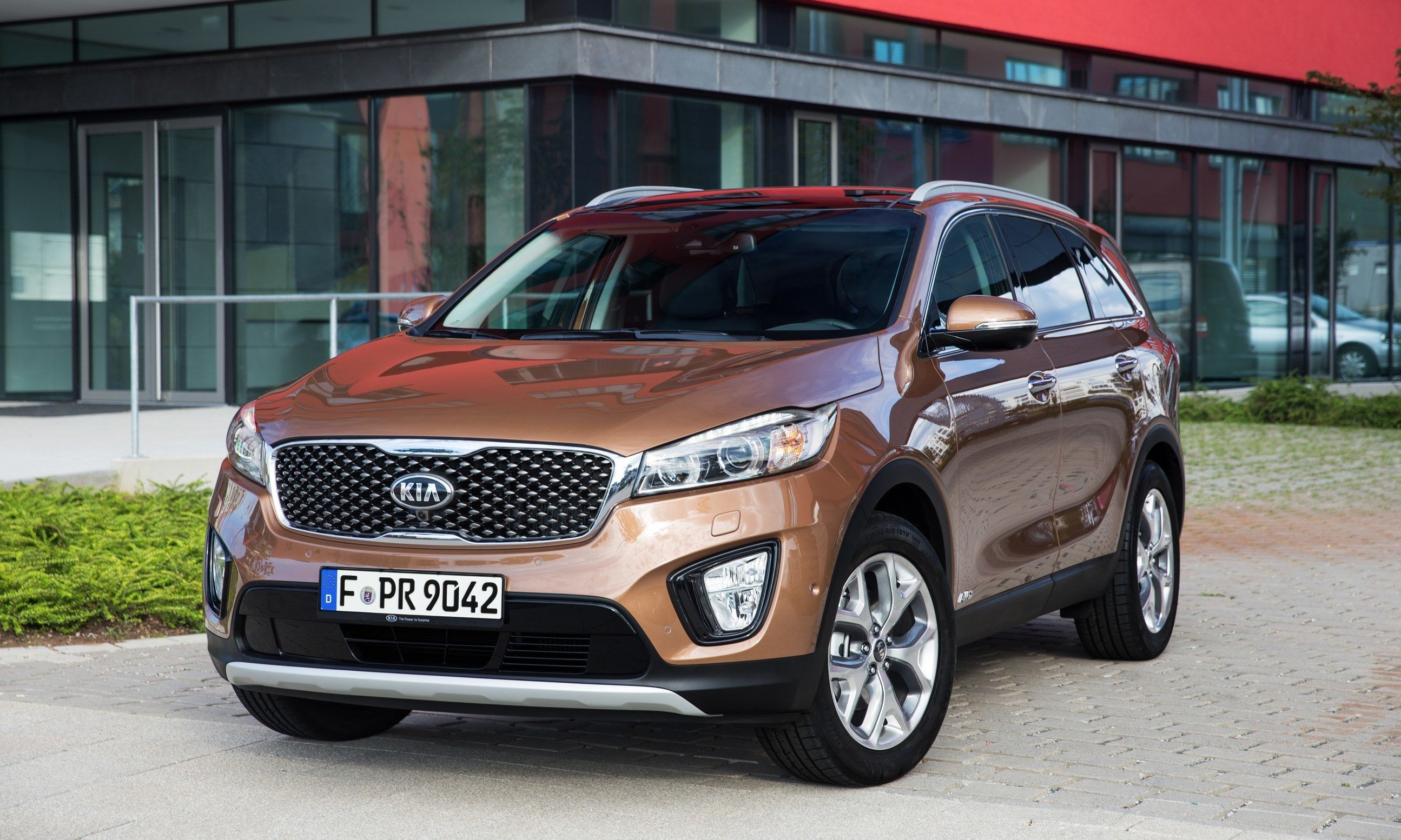 baiting in sorento jaguar kia with paris debuts at style ford sxl price prices