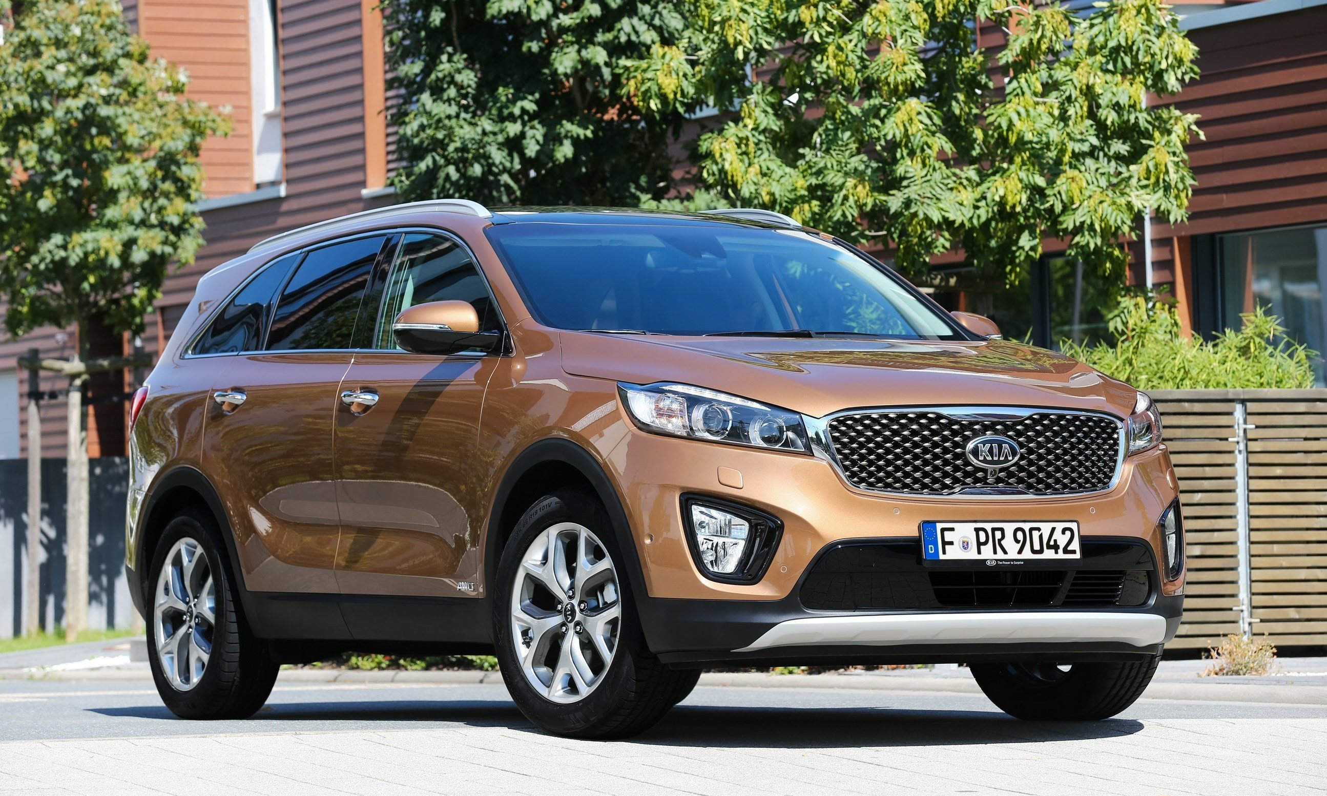 ford in kia debuts baiting paris with sorento prices style jaguar at price