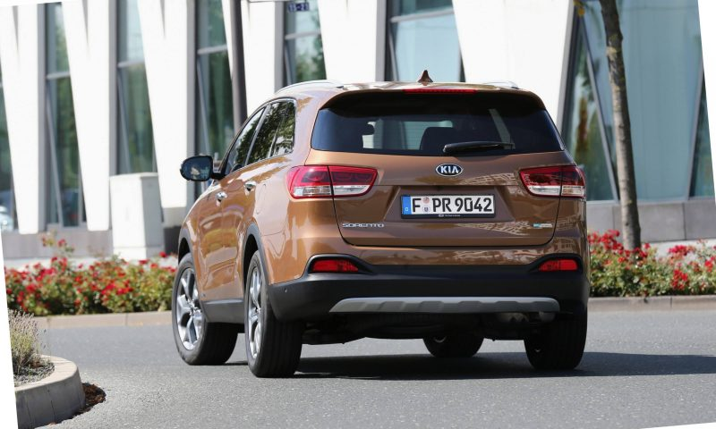 2016 Kia Sorento Debuts in Paris With Jaguar-Baiting Style at Ford Prices 66