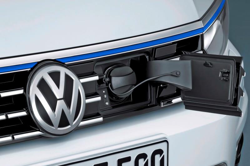 2016 Volkswagen Passat GTE Plug-In Hybrid  7