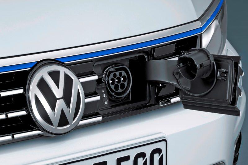 2016 Volkswagen Passat GTE Plug-In Hybrid  8