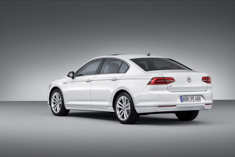 New Volkswagen Passat GTE plug-in hybrid makes Paris debut-59270