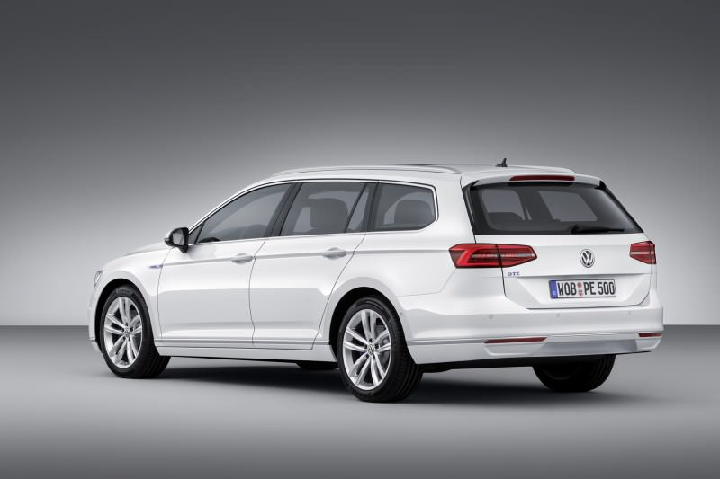 New Volkswagen Passat GTE plug-in hybrid makes Paris debut-59272