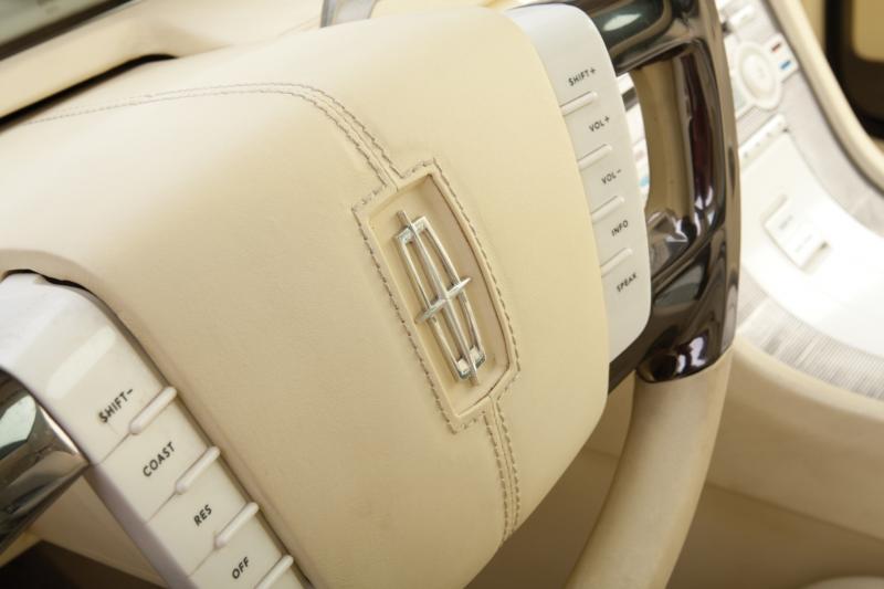 2004 Lincoln Mark X Concept 12