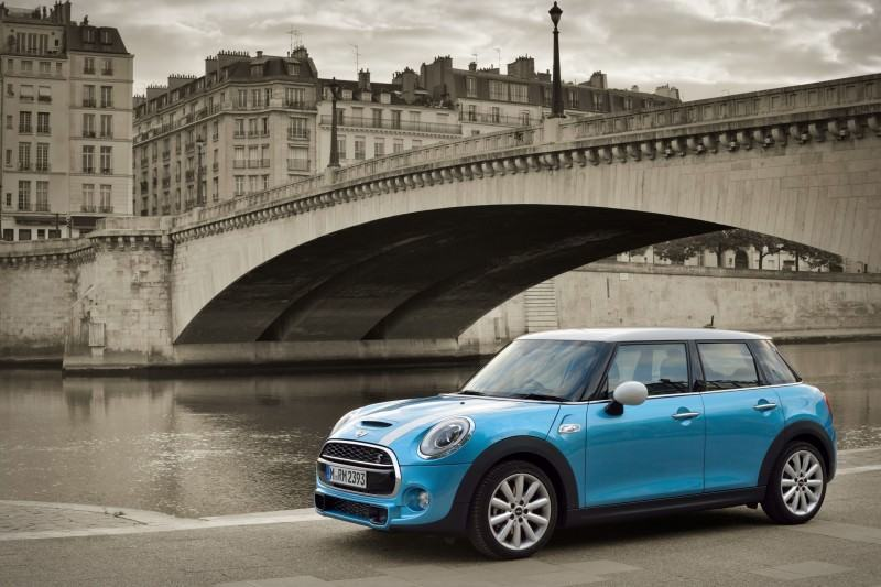 2015 MINI Cooper 5-Door in Postcard-Worthy Trip Around The City of Light 1
