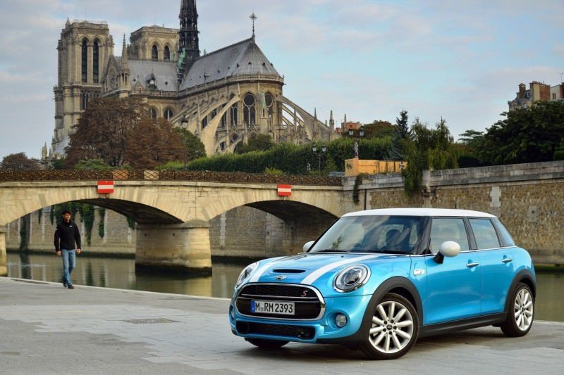 2015 MINI Cooper 5-Door in Postcard-Worthy Trip Around The City of Light 12