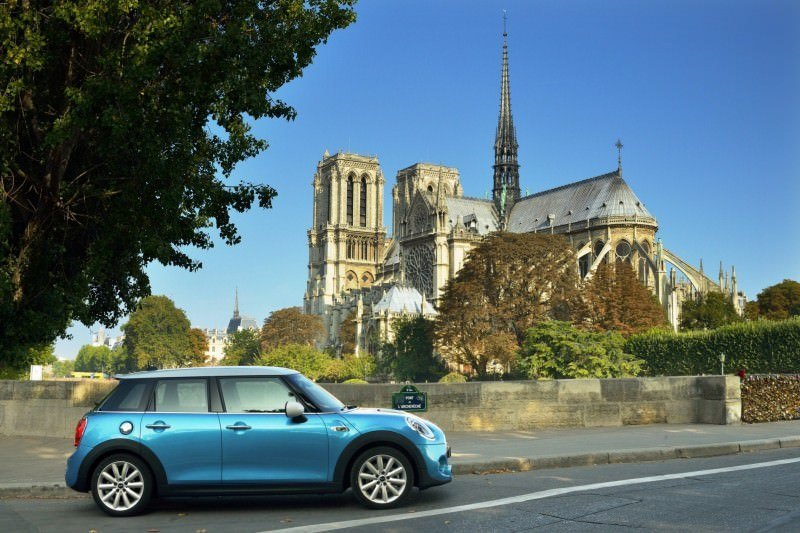 2015 MINI Cooper 5-Door in Postcard-Worthy Trip Around The City of Light 13