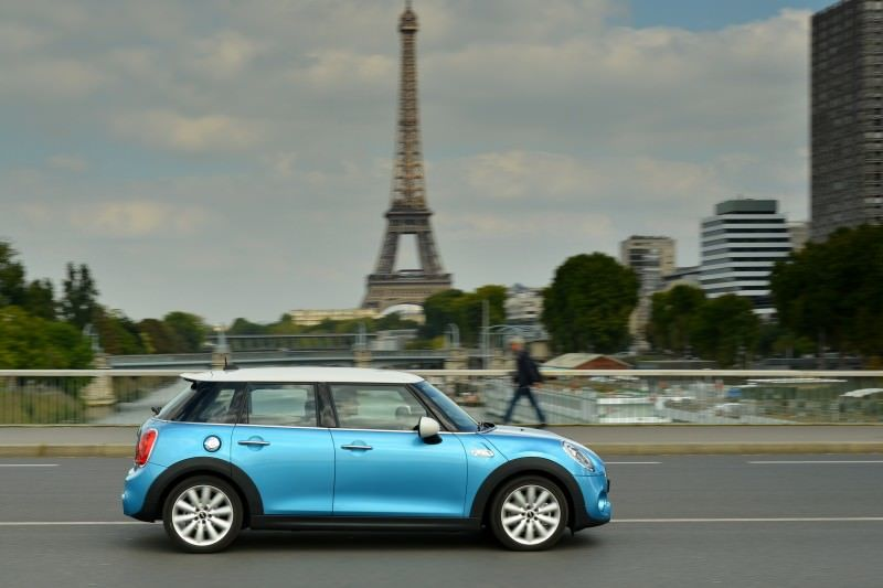 2015 MINI Cooper 5-Door in Postcard-Worthy Trip Around The City of Light 17