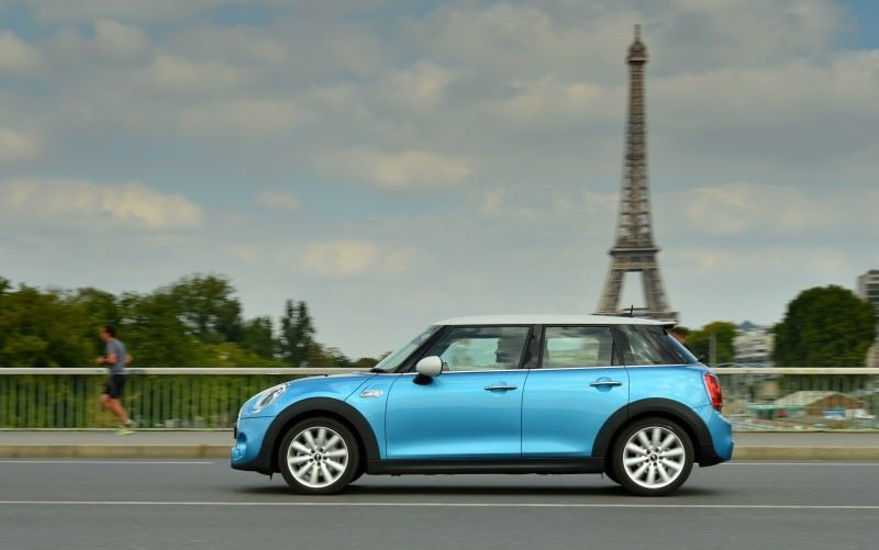 2015 MINI Cooper 5-Door in Postcard-Worthy Trip Around The City of Light 18