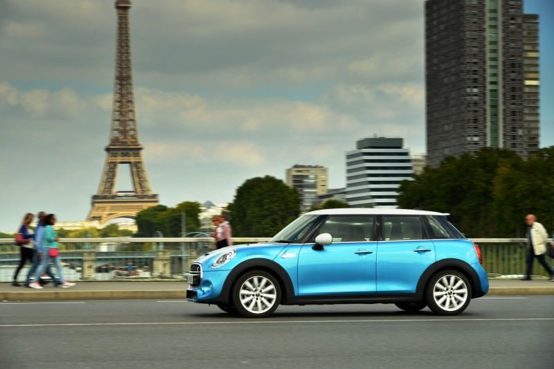 2015 MINI Cooper 5-Door in Postcard-Worthy Trip Around The City of Light 19