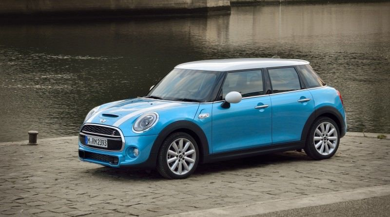 2015 MINI Cooper 5-Door in Postcard-Worthy Trip Around The City of Light 2