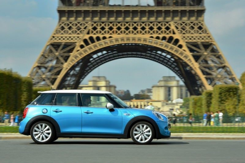 2015 MINI Cooper 5-Door in Postcard-Worthy Trip Around The City of Light 20
