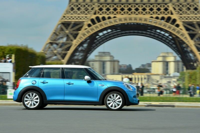 2015 MINI Cooper 5-Door in Postcard-Worthy Trip Around The City of Light 21