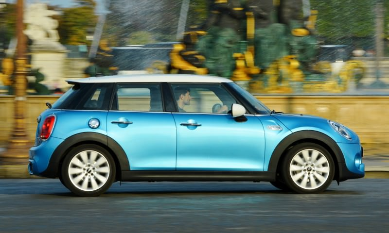 2015 MINI Cooper 5-Door in Postcard-Worthy Trip Around The City of Light 23