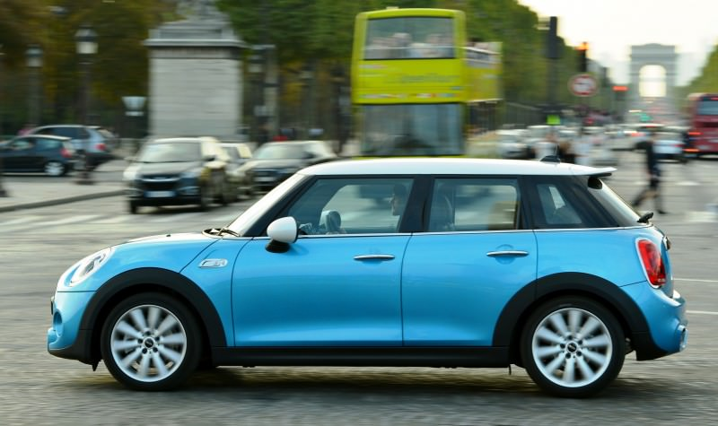 2015 MINI Cooper 5-Door in Postcard-Worthy Trip Around The City of Light 25