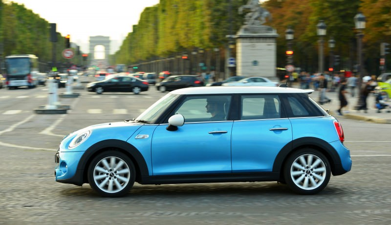 2015 MINI Cooper 5-Door in Postcard-Worthy Trip Around The City of Light 26