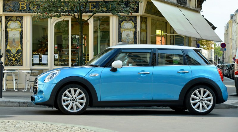 2015 MINI Cooper 5-Door in Postcard-Worthy Trip Around The City of Light 27