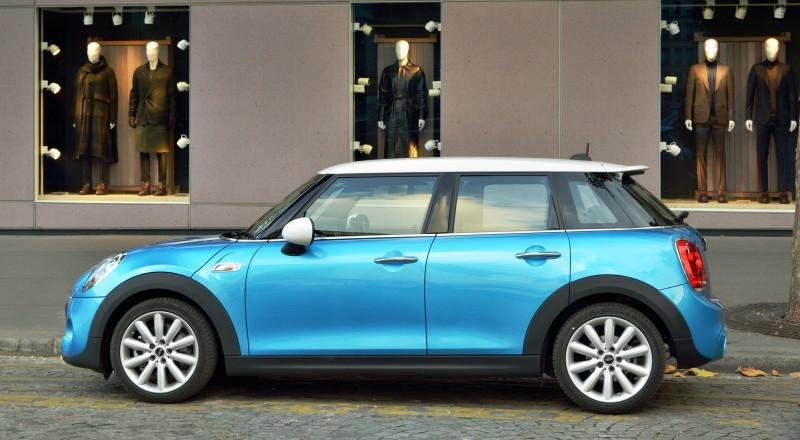 2015 MINI Cooper 5-Door in Postcard-Worthy Trip Around The City of Light 28