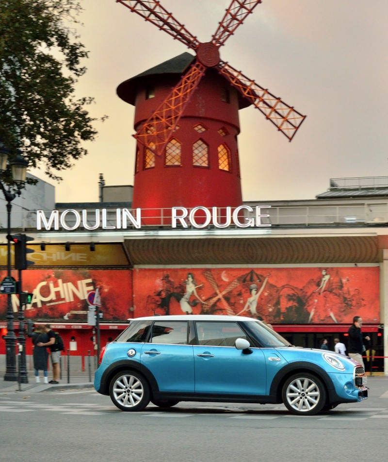 2015 MINI Cooper 5-Door in Postcard-Worthy Trip Around The City of Light 30