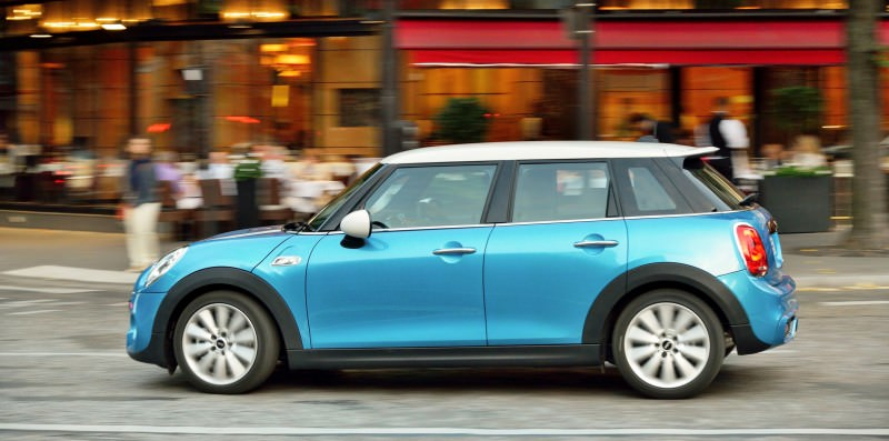 2015 MINI Cooper 5-Door in Postcard-Worthy Trip Around The City of Light 31