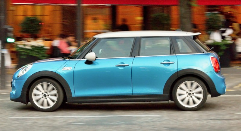 2015 MINI Cooper 5-Door in Postcard-Worthy Trip Around The City of Light 32