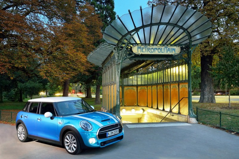 2015 MINI Cooper 5-Door in Postcard-Worthy Trip Around The City of Light 33