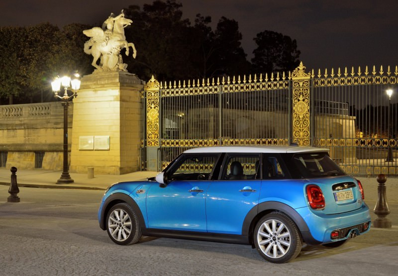 2015 MINI Cooper 5-Door in Postcard-Worthy Trip Around The City of Light 34