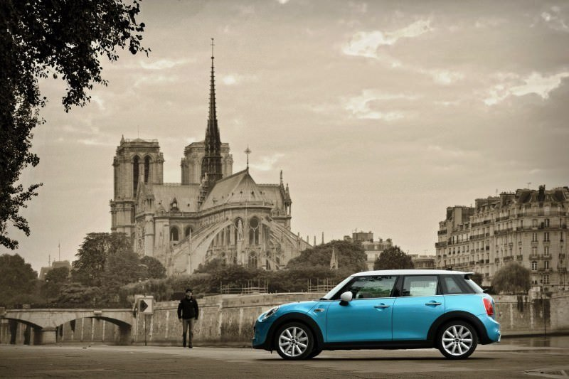 2015 MINI Cooper 5-Door in Postcard-Worthy Trip Around The City of Light 4