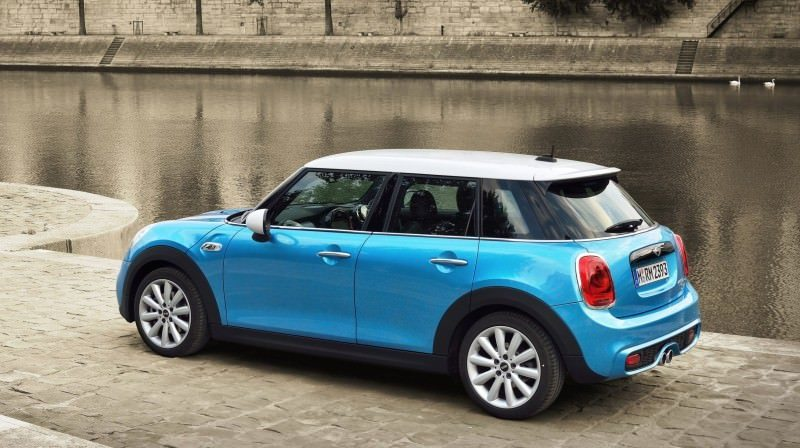 2015 MINI Cooper 5-Door in Postcard-Worthy Trip Around The City of Light 7