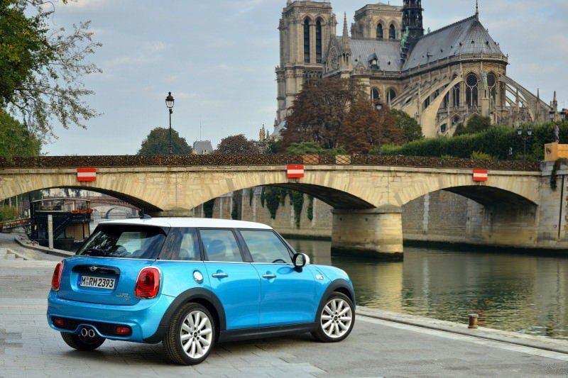 2015 MINI Cooper 5-Door in Postcard-Worthy Trip Around The City of Light 9