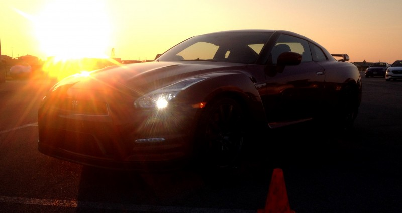 2015 Nissan GT-R 16