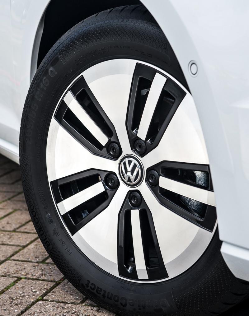 2015 Volkswagen e-Golf 17