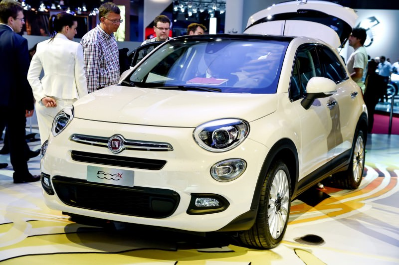 2016 Fiat 500X Makes Paris Debut With Optional AWD and 9-Speed Automatic 4