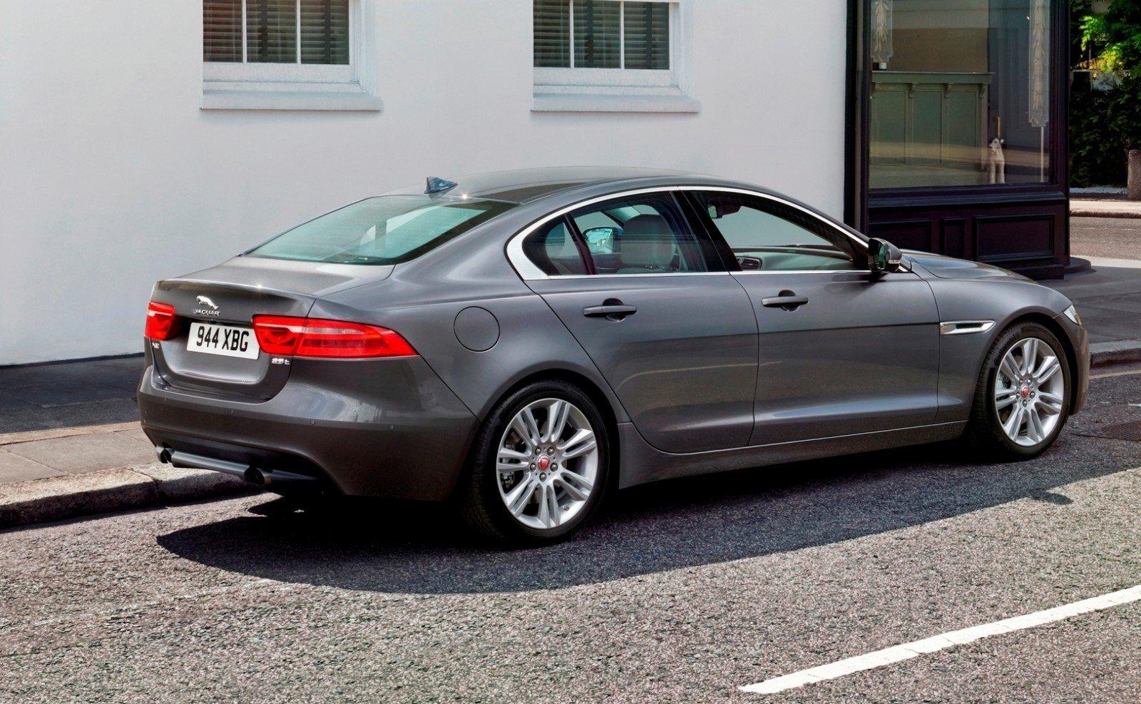 2016 Jaguar XE 11
