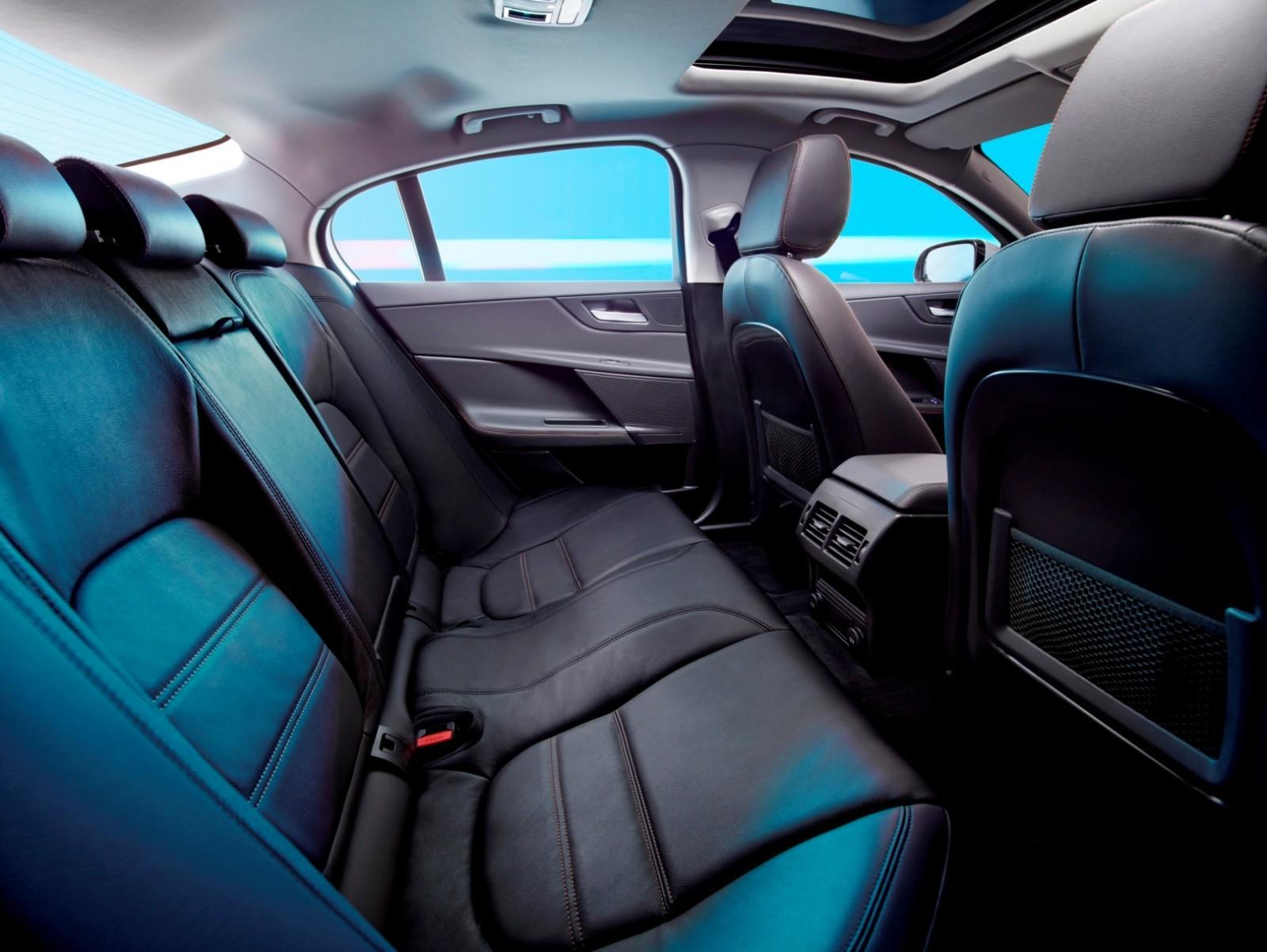 2016 Jaguar XE 25