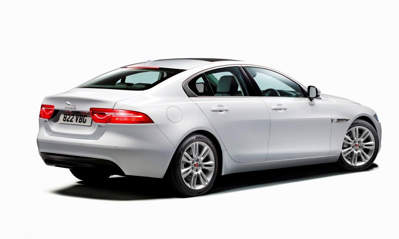 2016 Jaguar XE 37