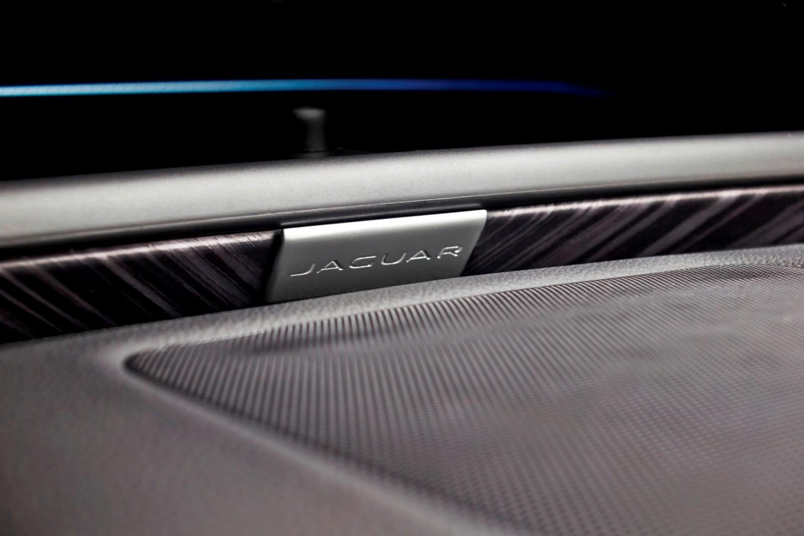 2016 Jaguar XE 40