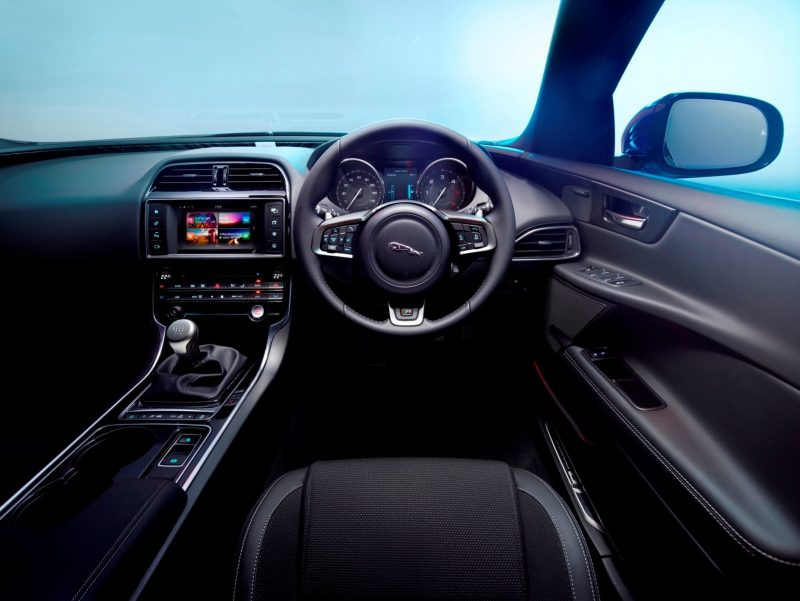 2016 Jaguar XE 47