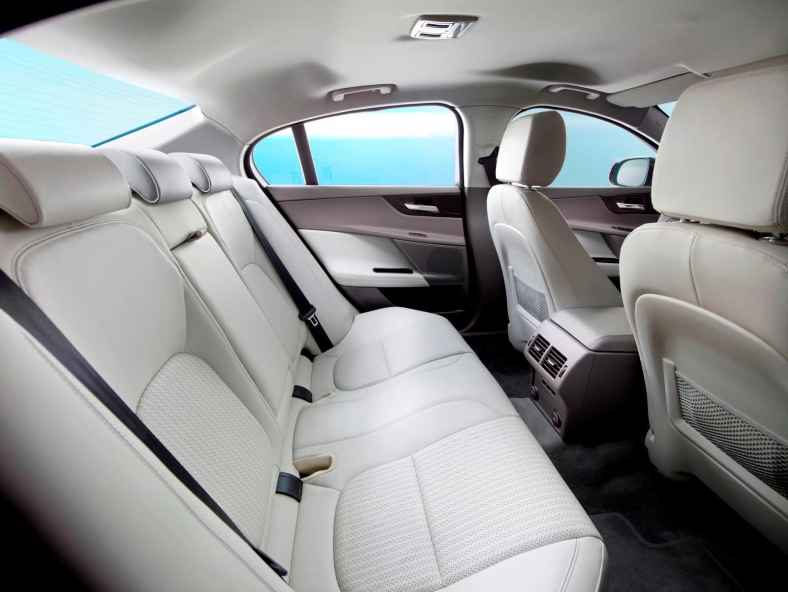 2016 Jaguar XE 5