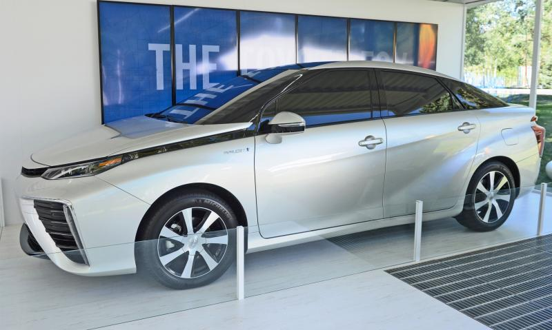 2016 Toyota FCV Production Car 12