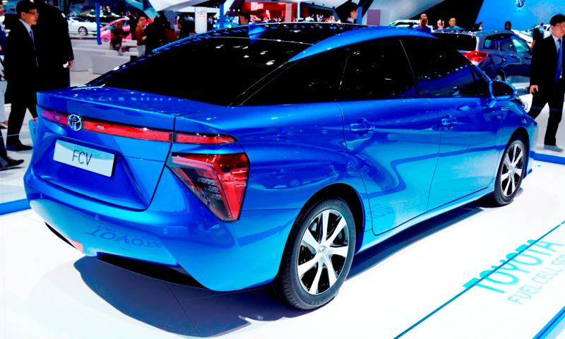 2016 Toyota FCV Production Car 3