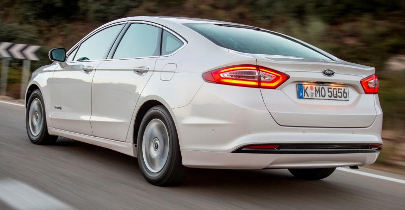 All-new Ford Mondeo debuts Pedestrian Detection; new engines and reduced weight deliver enhanced efficiency -59592
