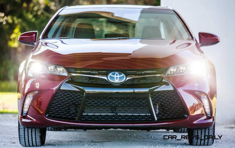 HD Road Test Review - 2015 Toyota Camry XSE 11