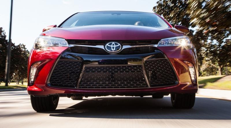 HD Road Test Review - 2015 Toyota Camry XSE 13