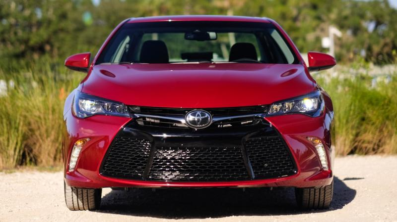 HD Road Test Review - 2015 Toyota Camry XSE 14